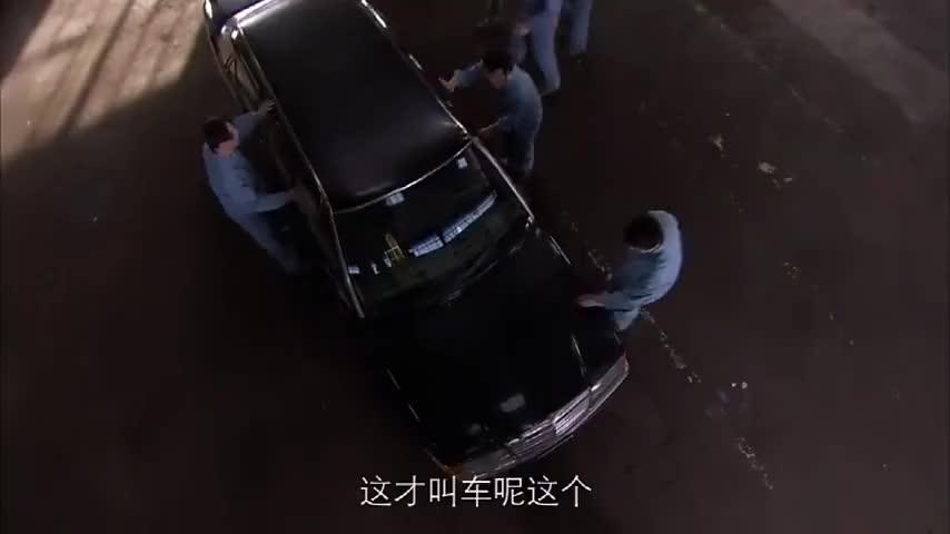 兄弟车行:修理厂好不容易接到了活,可是连车的引擎盖都不会开