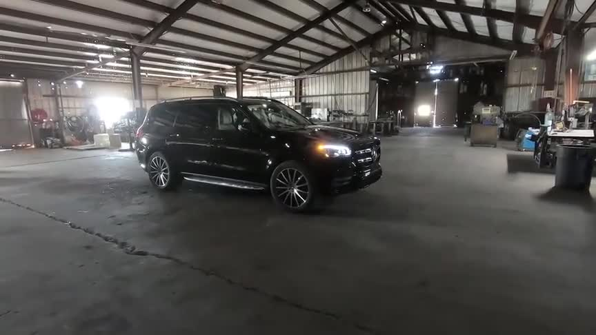 视频:2021款奔驰GLS580六座版,按下钥匙亮起氛围灯,我忘了宝马X7