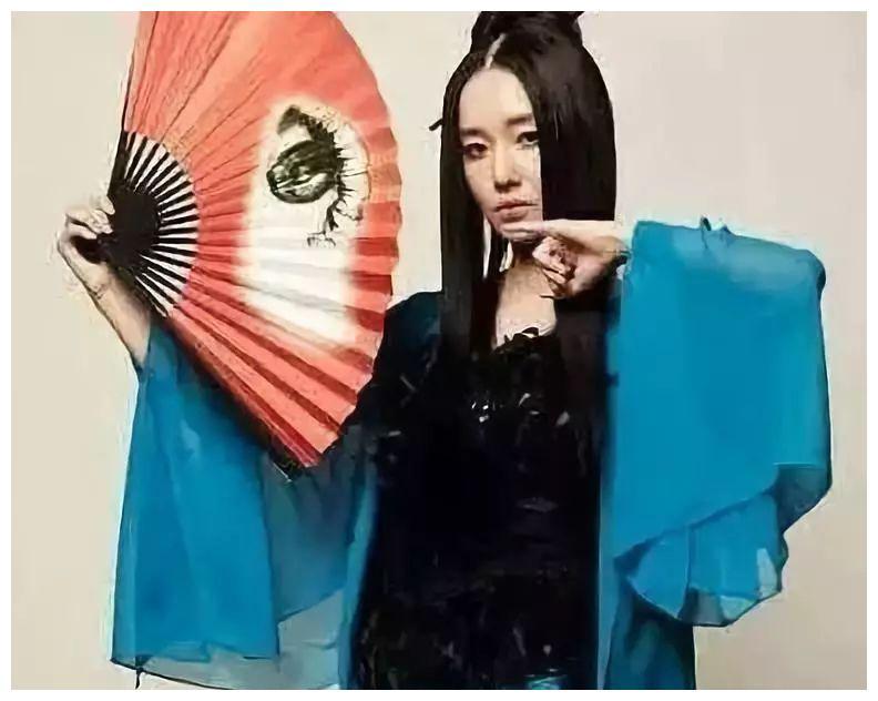李贞贤 靠扇子舞成为韩流女神出道即巅峰