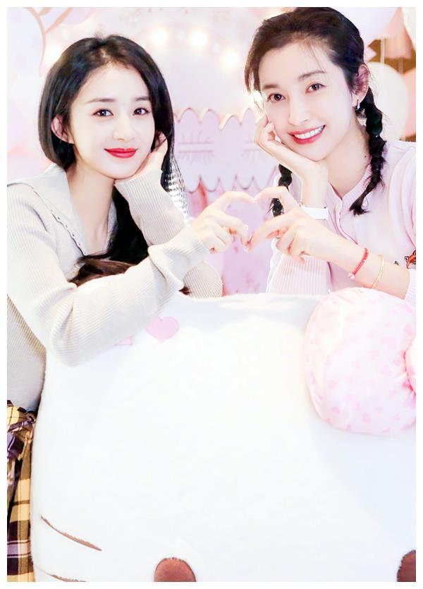 李冰冰和赵丽颖同上杂志,谁注意两人发量,年轻就是不一样!