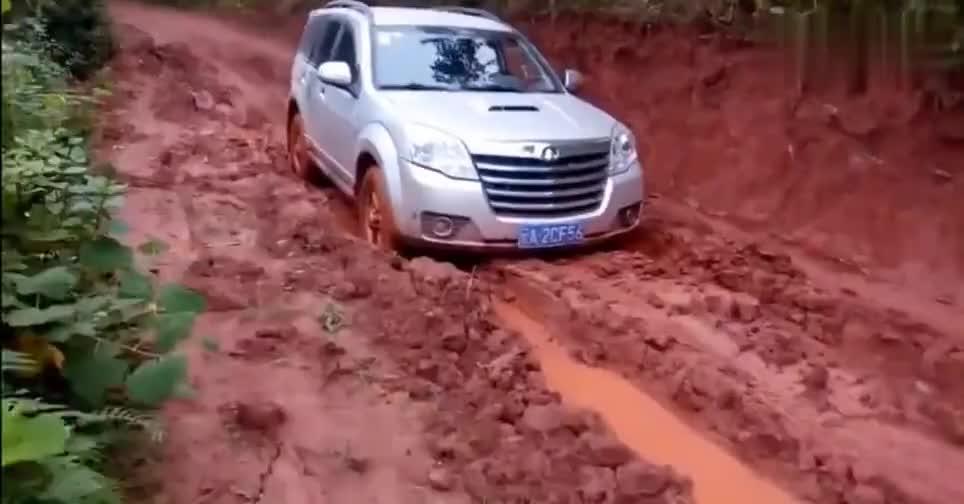 视频:超出想象!哈弗H5泥泞路面行驶,不得不服