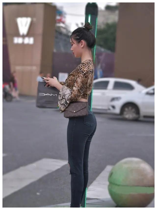 清雅悠然的打底裤穿搭很有时尚感,休闲百搭又耐看,时髦美丽