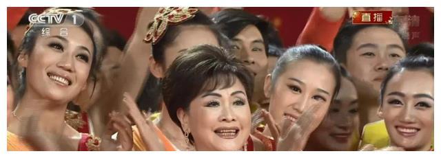 """她是国家一级演员,李谷一都认她当""""女儿"""",如今52岁仍孤身一人"""