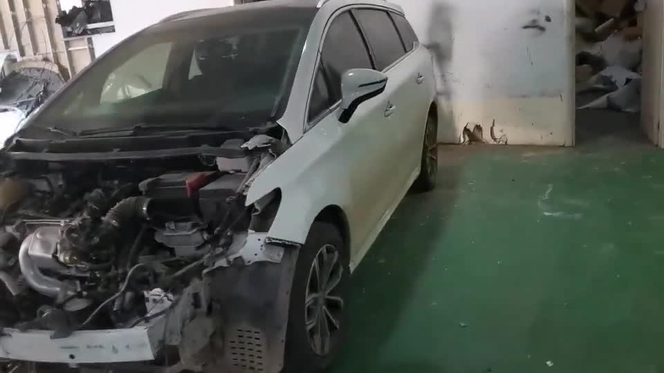 视频:比亚迪宋max起亚智跑防撞梁对比,国产车和合资车,谁用料更足?