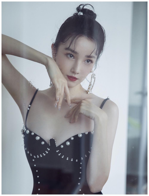 陈小纭晒合照翻车,张柏芝、杨钰莹成背景板,网友:好有心机!
