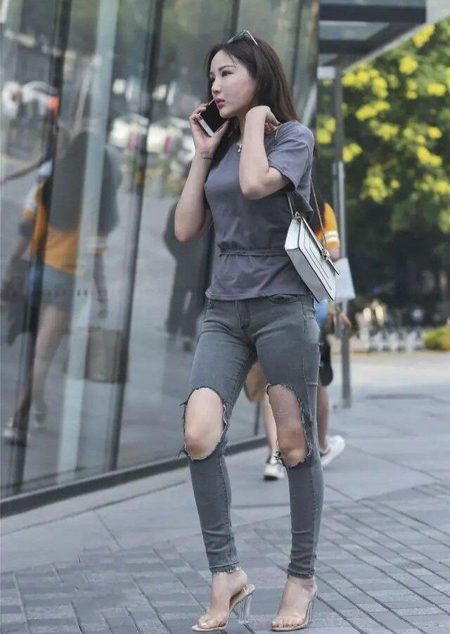 """今夏""""破洞裤""""吃香了,搭配高跟鞋,遮肉显瘦还时髦!"""