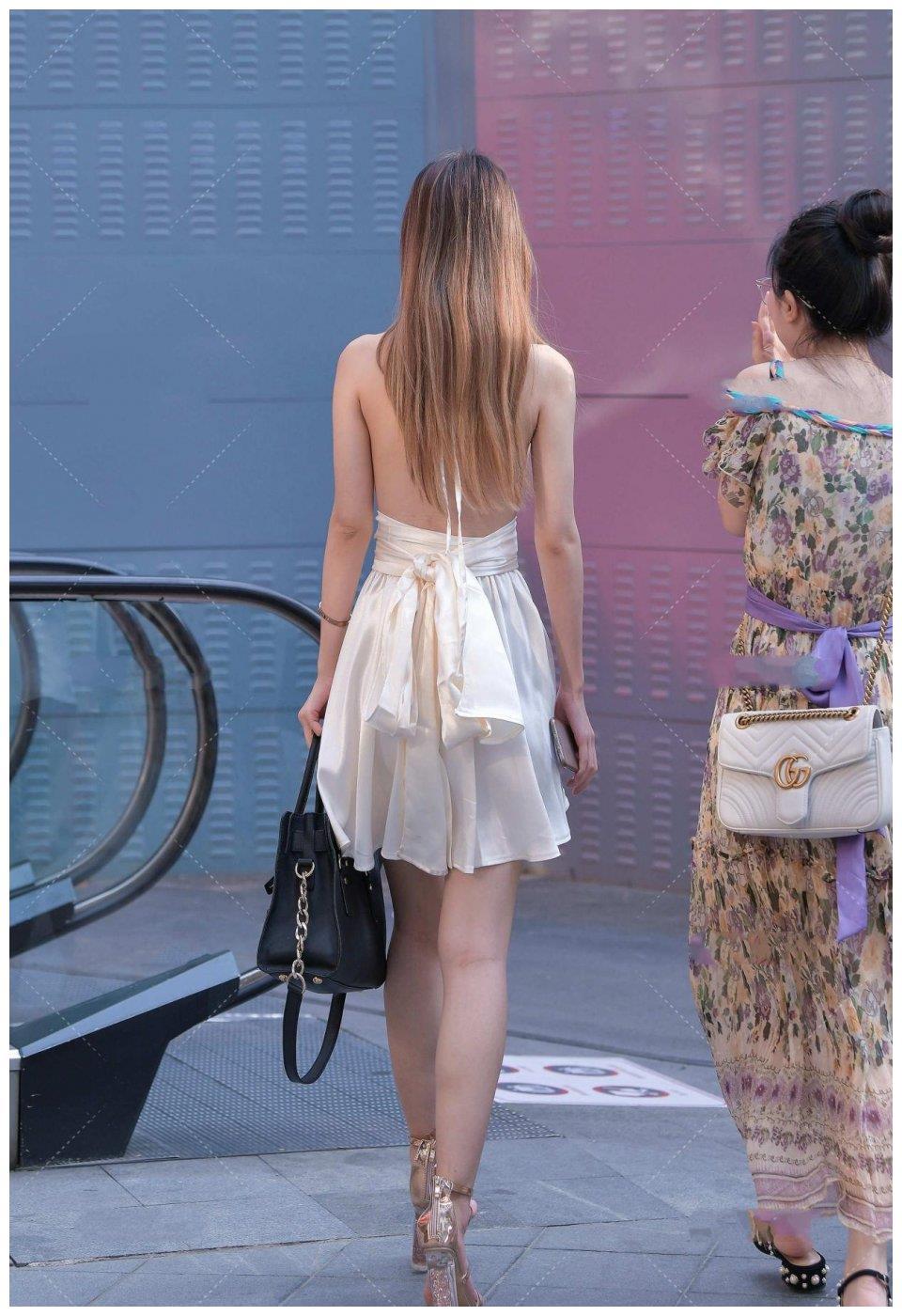 短款连衣裙,轻薄面料更显高级,百褶款式显瘦又时尚
