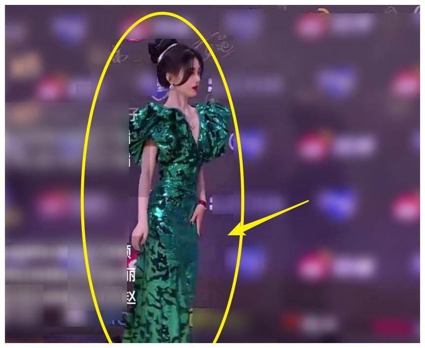 鞠婧祎被发现拉长身高,晒视频证明身高,旁边的柜子却瞬间露馅了