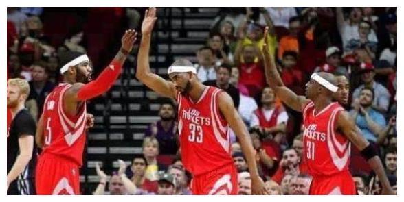 NBA季后赛继续进行,保罗和施罗德发威,雷霆以117-114击败红队