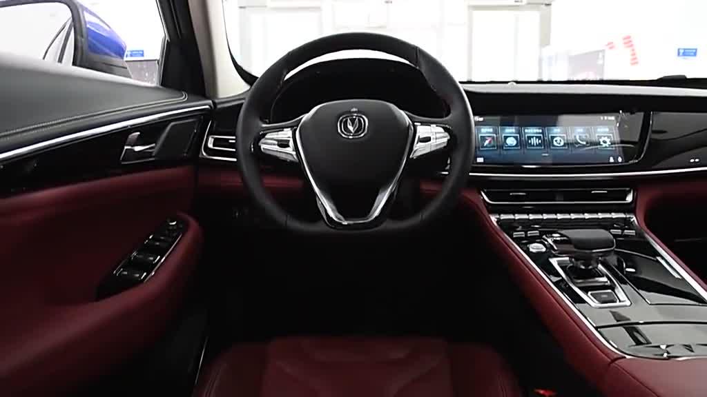 视频:长安CS85车内功能演示,中控操作人性化,红色座椅很运动