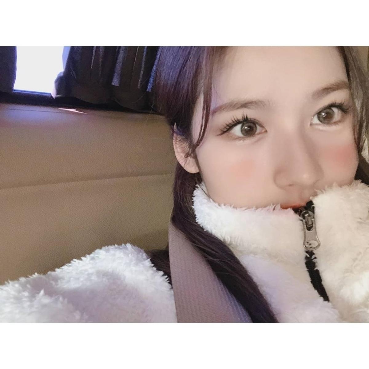 TWICE Sana凑崎纱夏公开与粉丝约定的超近距离自拍
