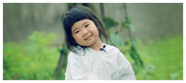 有种逆袭叫曹格女儿,曾被吐槽像蜡笔小新,褪去婴儿肥后却很漂亮