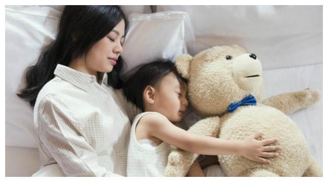 宝宝独自入睡要锻炼,3点好处家长不能不懂,家长要学会放手!