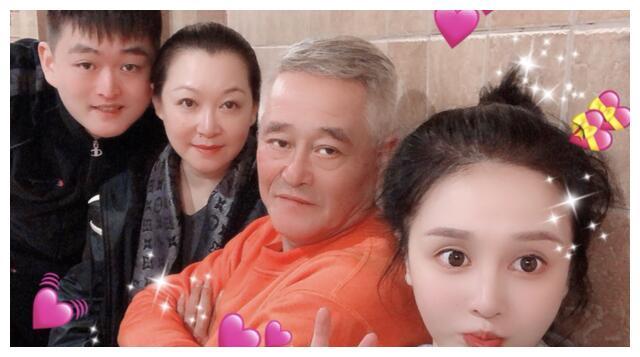 赵本山女儿宣布恋情,男友来头不小,算得上门当户对