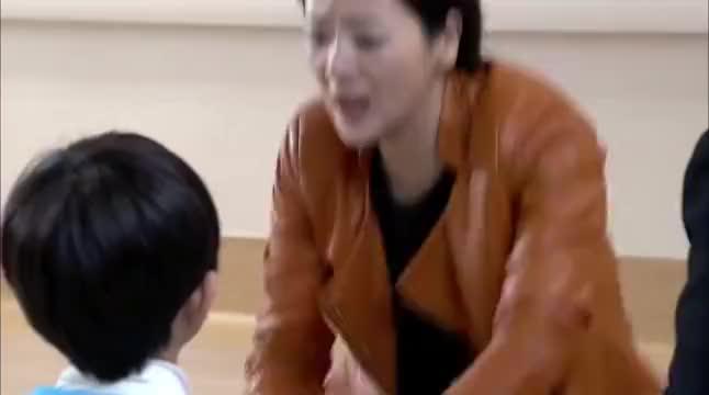 总裁儿子被人欺负,保姆霸气替孩子出头,被总裁看上了