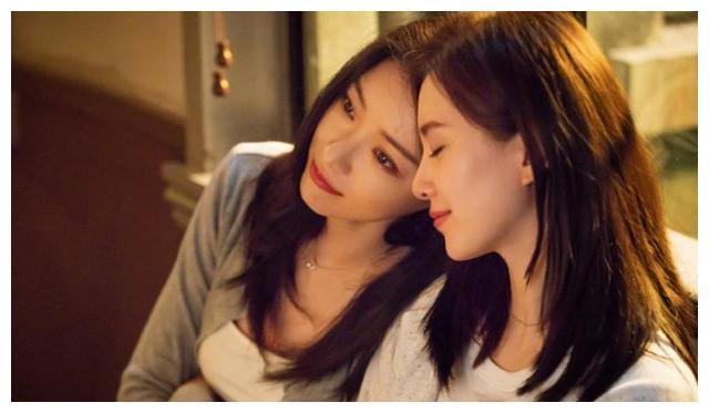刘敏涛正拍《女士的法则》,和江疏影现身小区,却被嘲长相很丧
