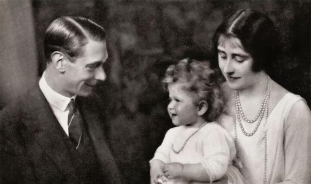 英国女王私房照:才发现她真的很漂亮,图13是她和爱人的结婚照