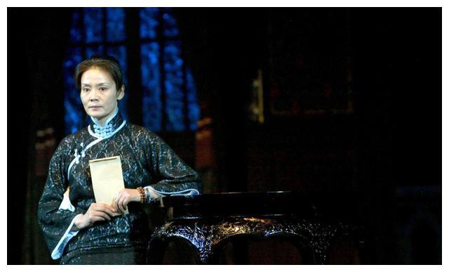 潘虹:朱军得不到的女人,却被丈夫抛弃移情,无儿无女皈依佛门