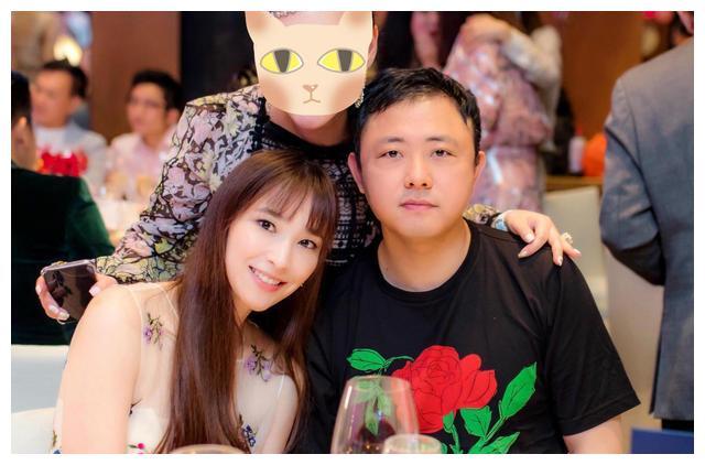 吴佩慈连生四胎都没能嫁豪门,如今大家发现纪晓波或许是在保护她