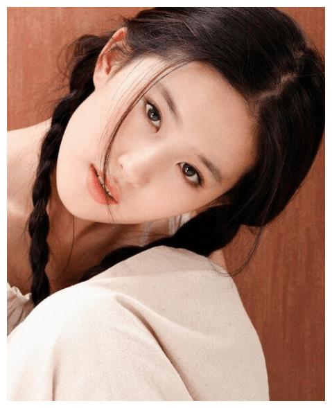 刘亦菲的颜值有多高?女明星不敢尝试的村姑装,却被她穿出潮流范