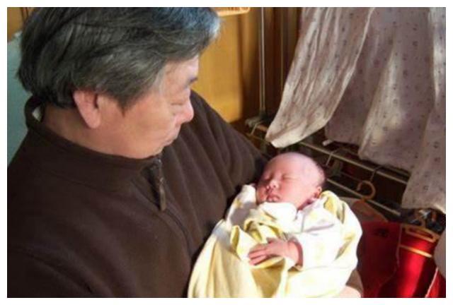 """爷爷给孙子取了个""""文艺名"""",妈妈哭笑不得:先瞅瞅咱姓啥行吗?"""