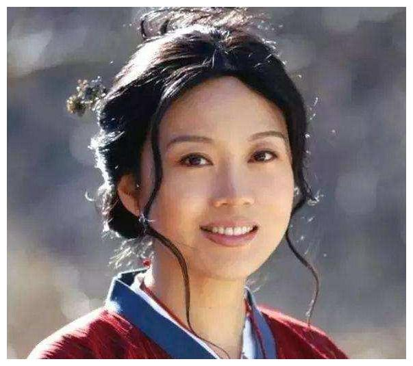 """闫妮风流情史:离婚16年""""疯玩""""姐弟恋,49岁的她今怎样了?"""