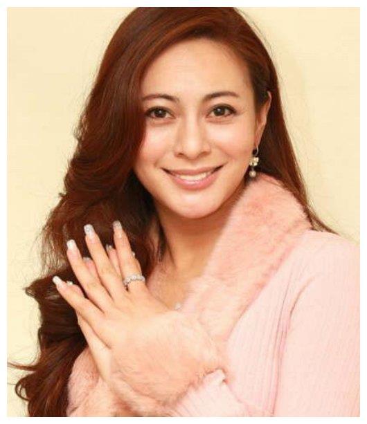 43岁李婷宜晒照,美丽容颜被冻住,网友:是不老女神