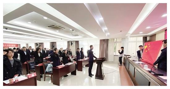 新录用公务员集体宪法宣誓