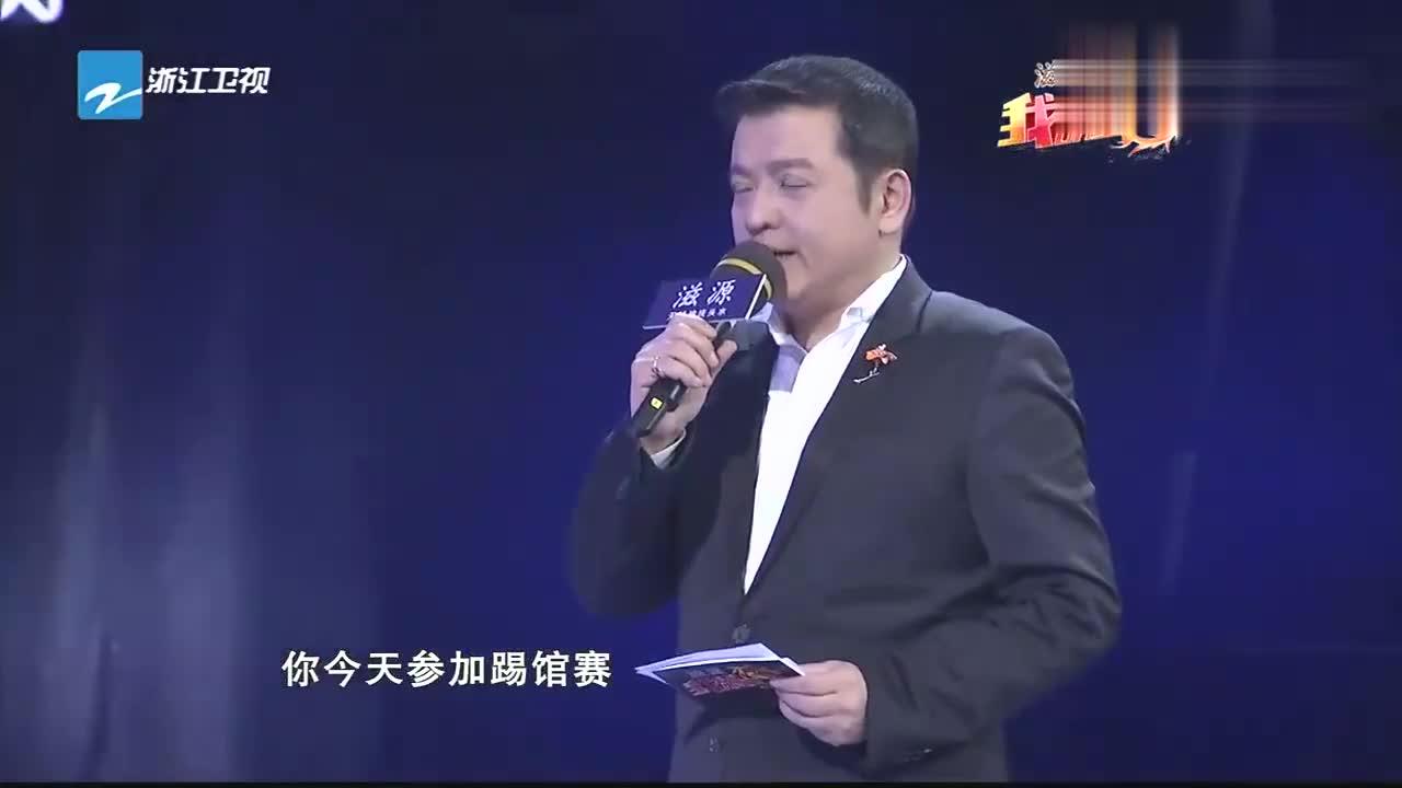 孙楠舞台助阵朱时茂之子,曝料朱时茂打高尔夫,动作像在铲土!