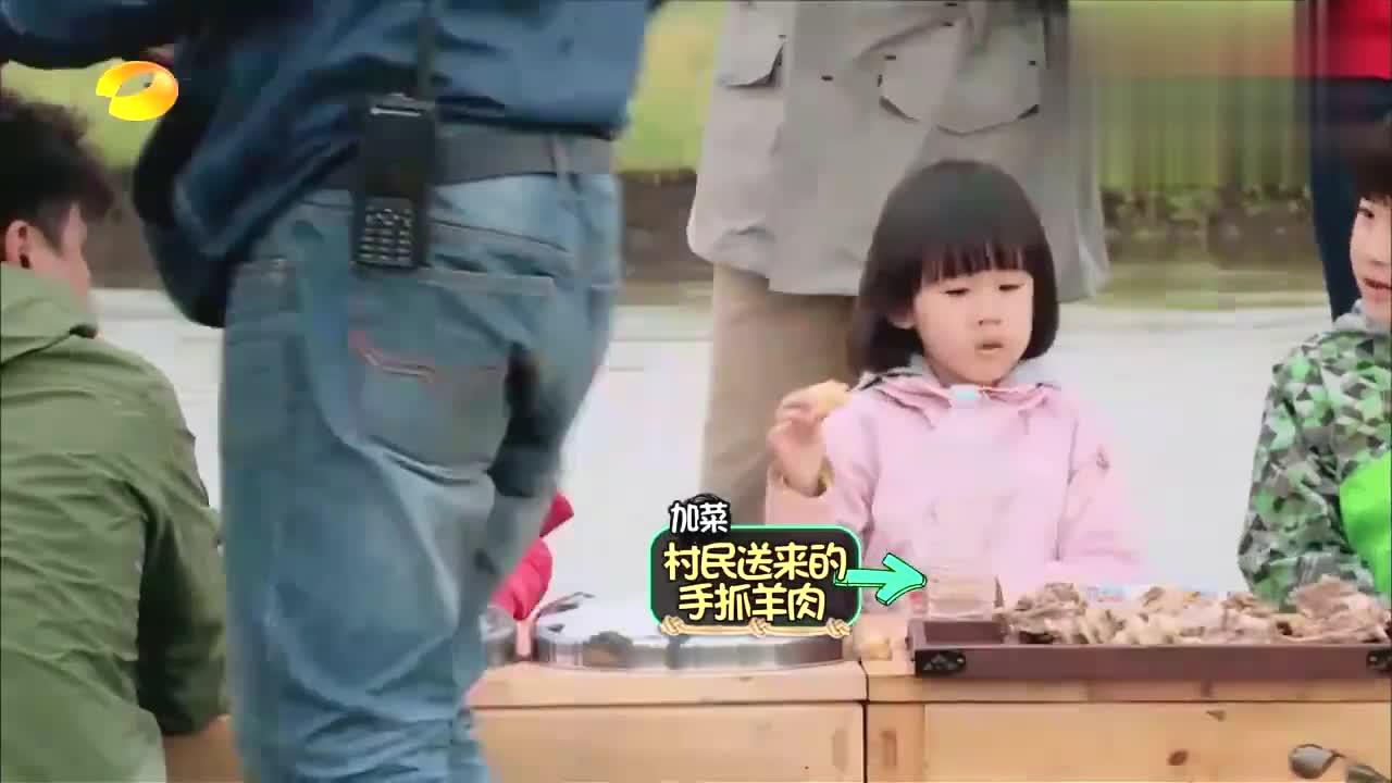 杨威杨阳洋父子穿限量版卫衣,黄磊都自愧不如
