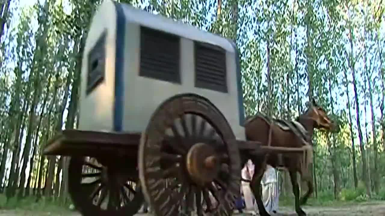 还珠格格:小燕子追着紫薇的马车奔跑,小燕子带着孩子们背成语!