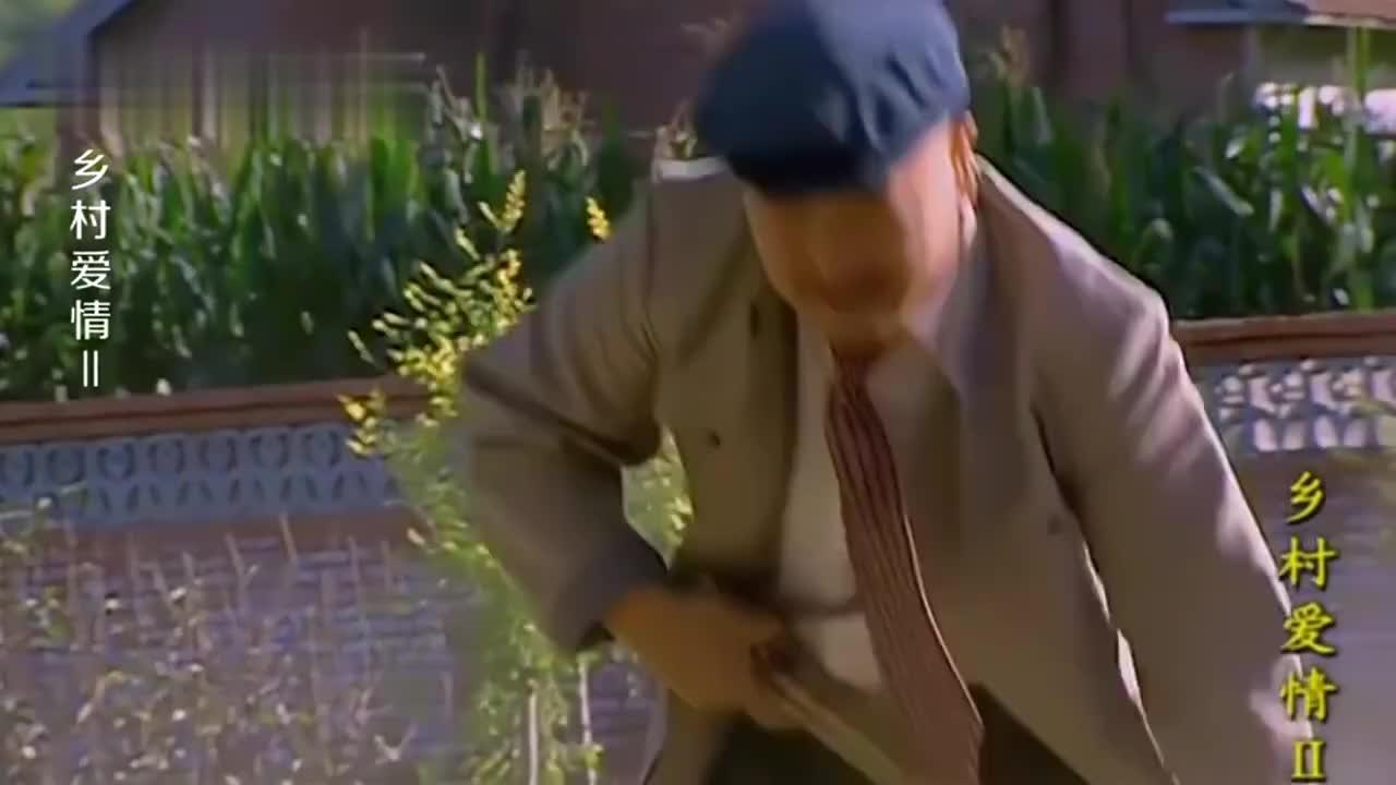 广坤得知刘能扫大街改变形象,两人争着比赛扫地!
