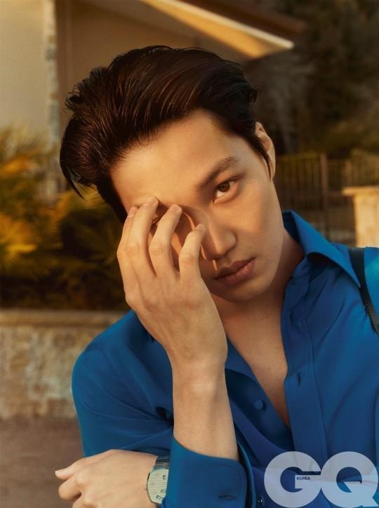 EXO金钟仁性感的眼神令人心动 公开穿着GUCCI的充满成熟魅力的写真