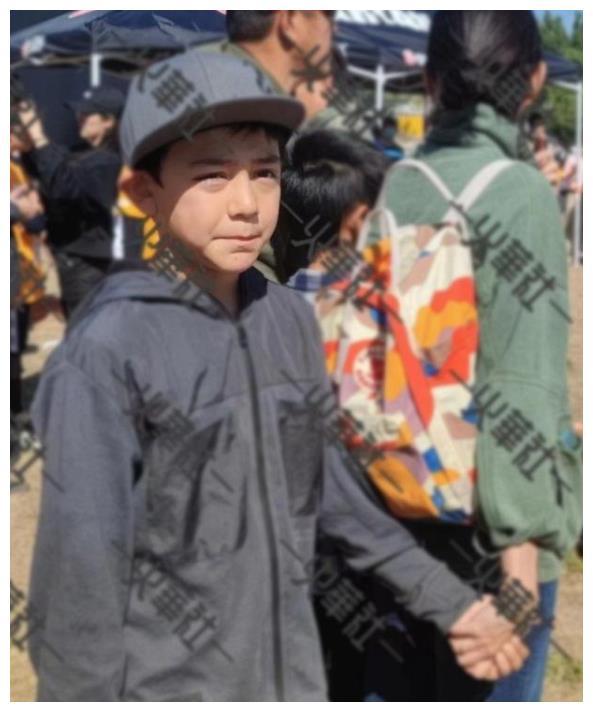 刘烨儿子诺一近照曝光,11岁身高赶超妈妈,模样帅气颜值超爸爸