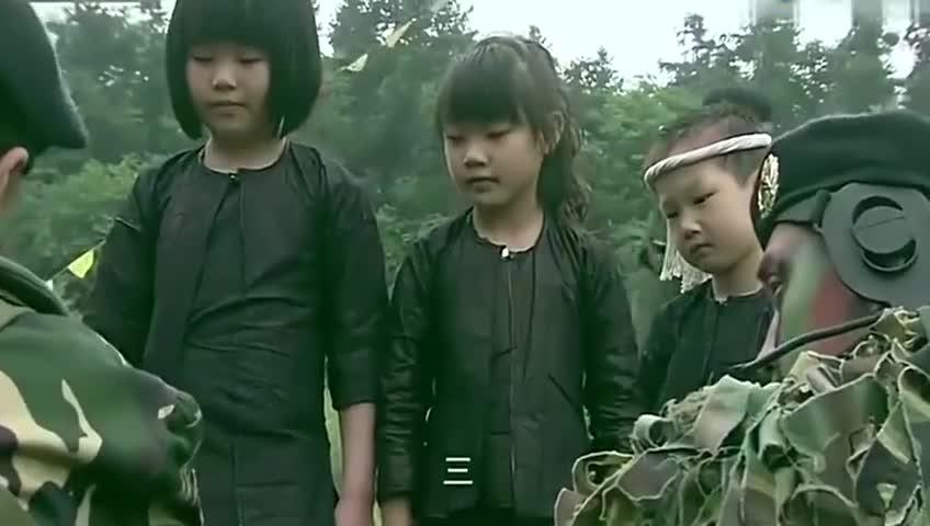 特种兵变魔术哄小孩,没想到被鸵鸟拆台,真是神坑队友!