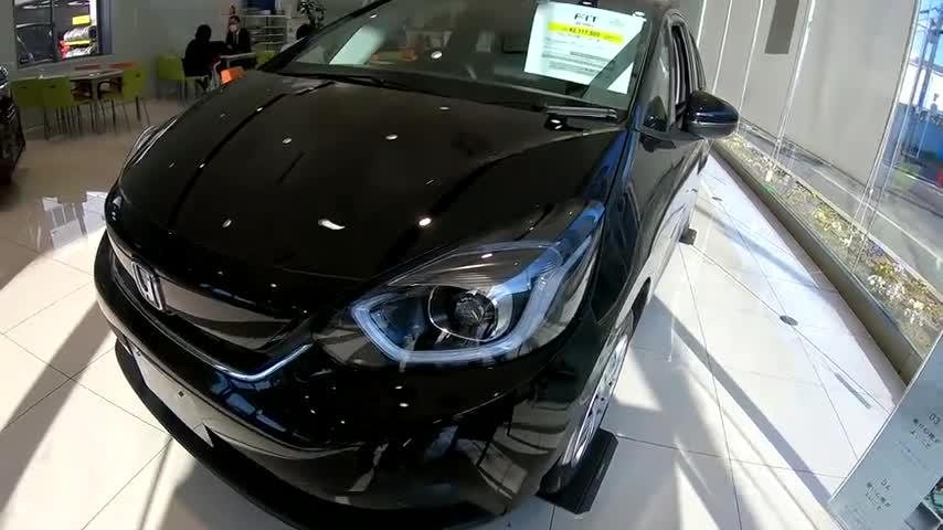 视频:新车到店,2020款本田飞度e-HEV,了解完实车,我忘记了大众Polo