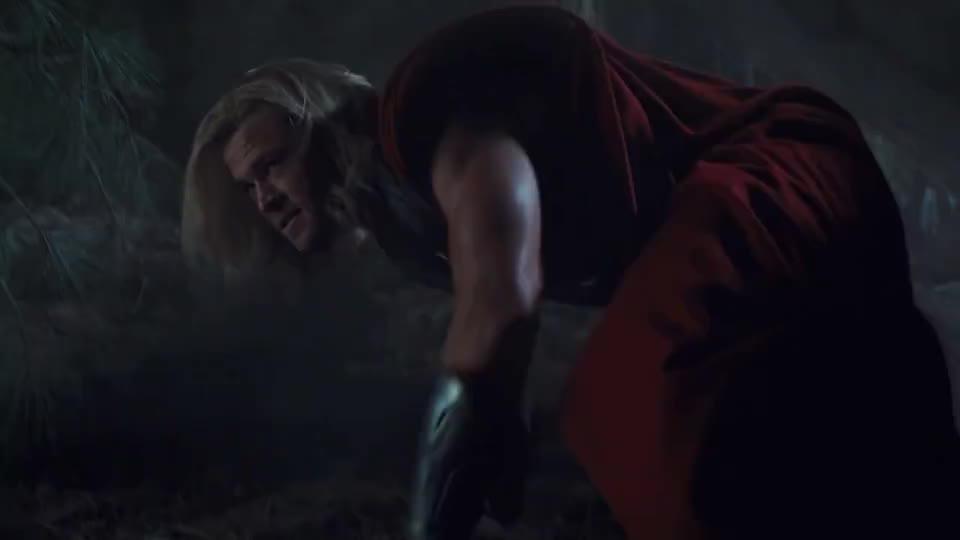 美国队长对战雷神,雷神之锤打到美队的盾牌上,威力不是一般的大