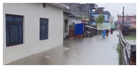 尼泊尔强降雨引发灾害 致77人死亡22人受伤