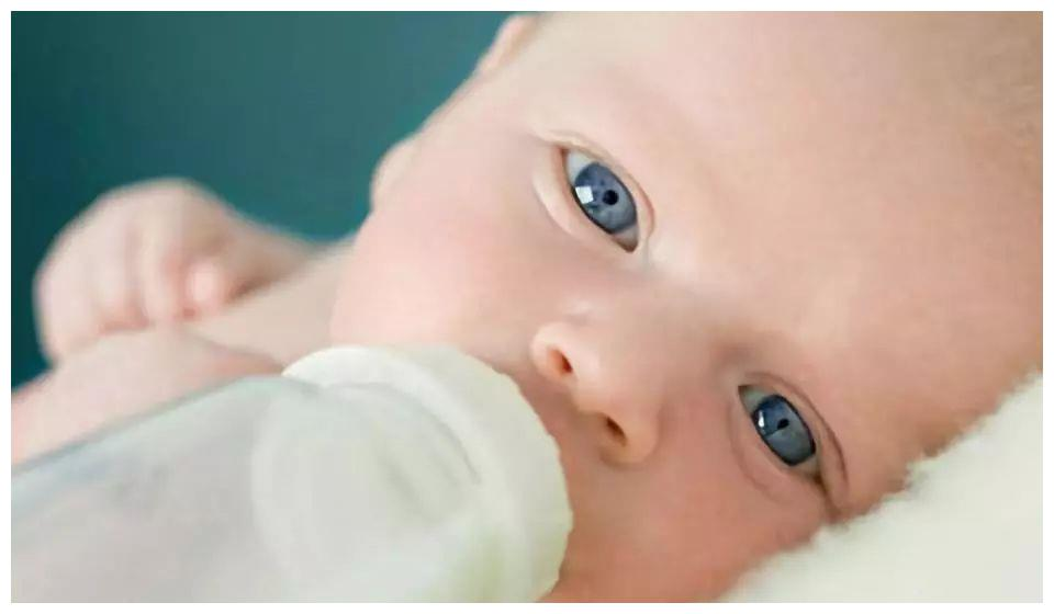 夜奶需要一晚喂几次?不同月龄情况不同,戒夜奶的信号妈妈要抓住