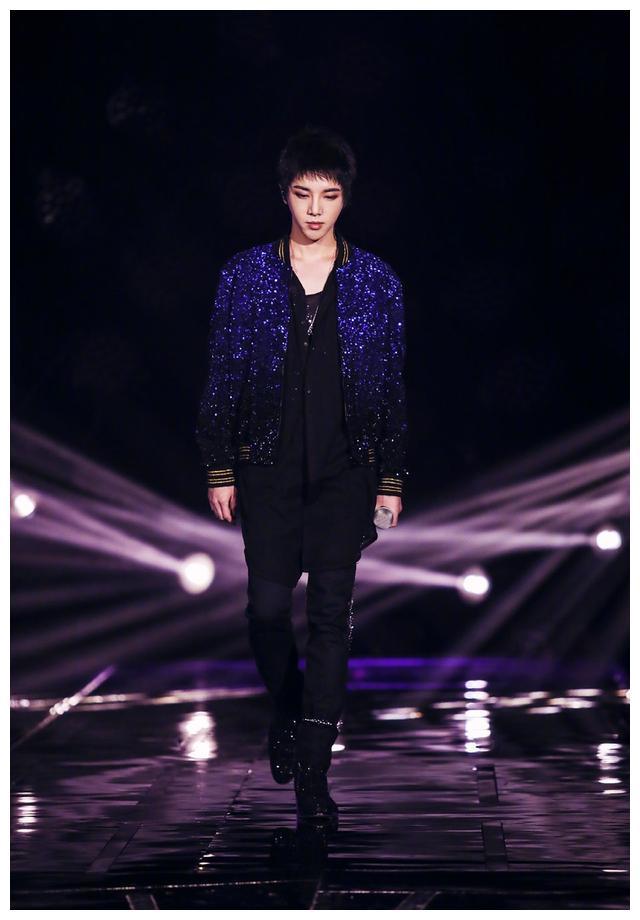 """""""鬼才""""华晨宇,造型也能和音乐联系起来,他的穿搭真的好用心"""
