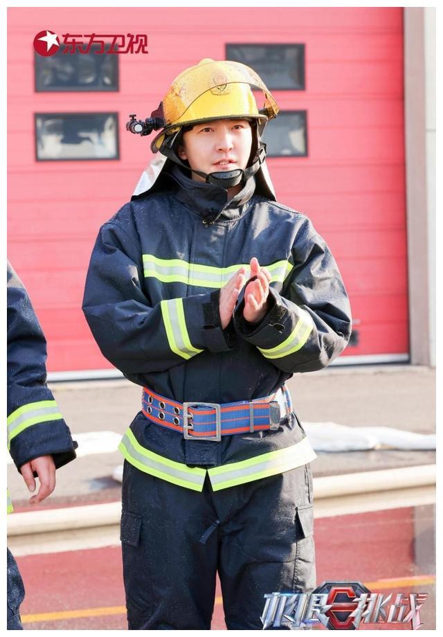 """《极限挑战》致敬最美逆行者 极限男团首次化身""""英雄""""消防员"""