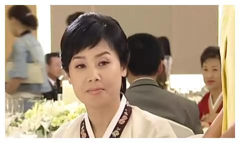 """她是宋慧乔""""妈妈"""",还想让乔妹当儿媳,离婚15年再见前夫,哭了"""