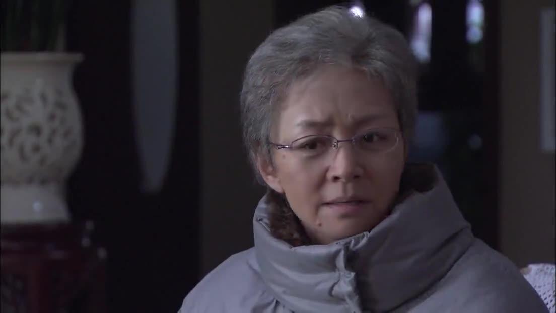 妈妈的花样年华:报告拿错了,看到真的后,老太太笑不出来了