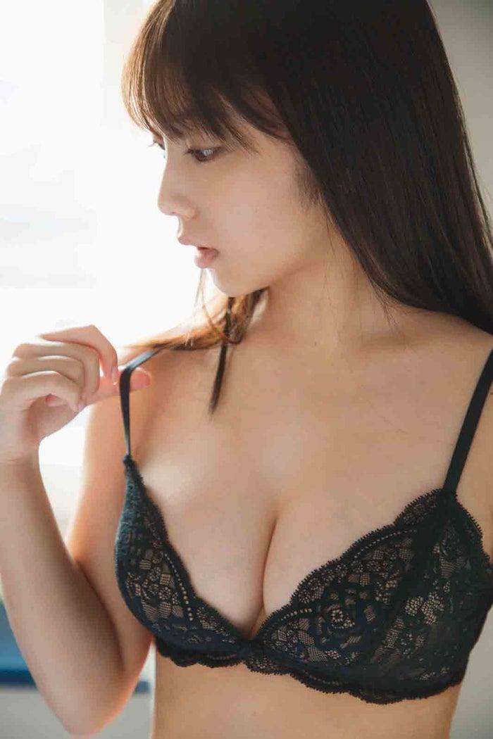 乃木坂46与田佑希首次公开成熟的黑色内衣造型