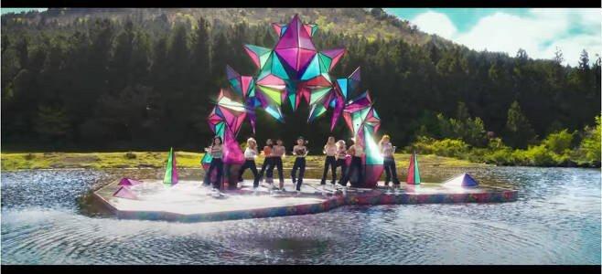 JYP娱乐与Davis McCarty就TWICE《MORE & MORE》MV抄袭一事进行讨论