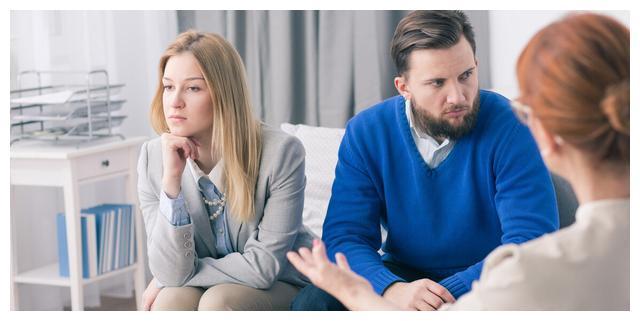 """""""别求她,离了妈给你找个更好的""""一年后看到前妻再婚,后悔不已"""