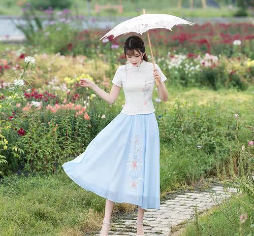 穿什么样的连衣裙,才能突显优雅女人味,穿出潮流女人味