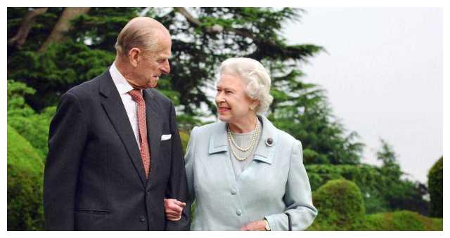 菲利普亲王只是暂时葬在圣乔治教堂 等女王去世后 还要和女王合葬