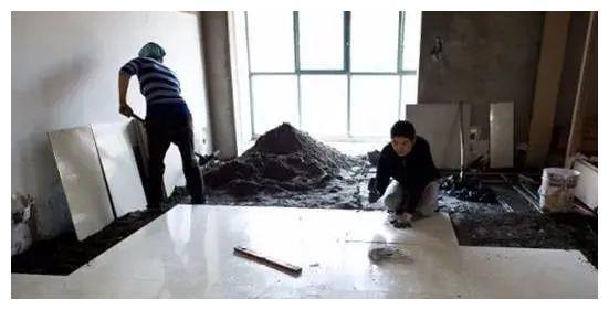 朋友家地砖贴成这样,特别不满意,还要求装修师傅返工!