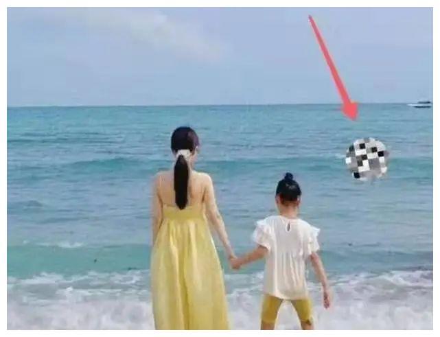李小璐贾乃亮世纪复合?两人现身同一海滩:17个月了!